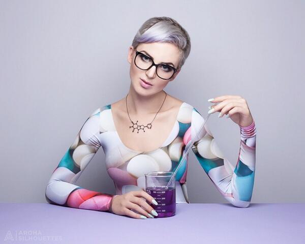 【動画】カフェインやドーパミンに着想得たアクセサリーが話題。モチーフは化合物や神経伝達物質の幾何学形状