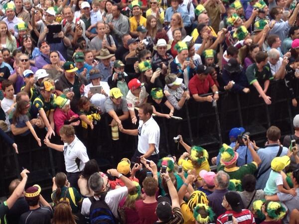Great turnout for the Aussie boys.well done to all #Ashes  #ReturntheUrn http://t.co/NWWEpjnuSy
