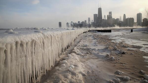 21 pictures of Chicagos modern-day ice age http://gizmo.do/vwkcnkF pic.twitter.com/Sfgigksdyo