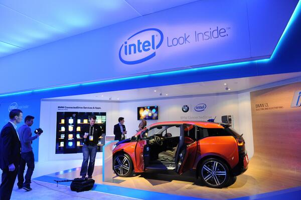 Nice look at the @Intel booth at #CES2014 - BMW ConnectedDrive powered by Intel #LookInside http://t.co/sBfrgs8G7Y