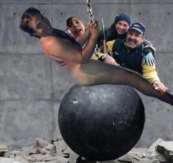 JAJAJAJAJAJA 😂 ya no se ni de quien tuitear si de Karen, si de Lucerito, si de wrecking ball o de Cristian Castro 👀 😂 http://t.co/IhtKrujyHT