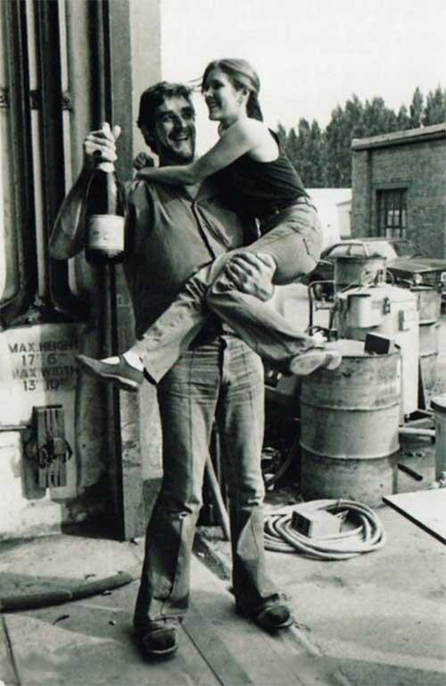 [Films] Photos personnelles et inédites de Peter Mayhew (Chewbacca) BdbAV1CCEAECVZ-