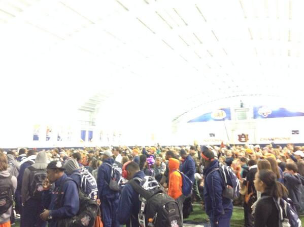 #AUFamily!!! #Together as soon as we get back waiting on us! #WarD http://t.co/4nSWvwvdEn