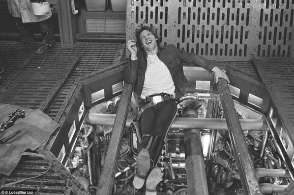 BdbiAzYCYAAl KA Chewbacca Actor Tweets Star Wars Set Photos