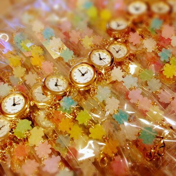 今回の金平糖の時計はパステル系が多めのミックスを中心にお作りしました◎(メディストア様への納品用)各店舗様への納品日については確認後に改めてお知らせ致します。 http://cameran.in pic.twitter.com/o2ZCmuzCj4
