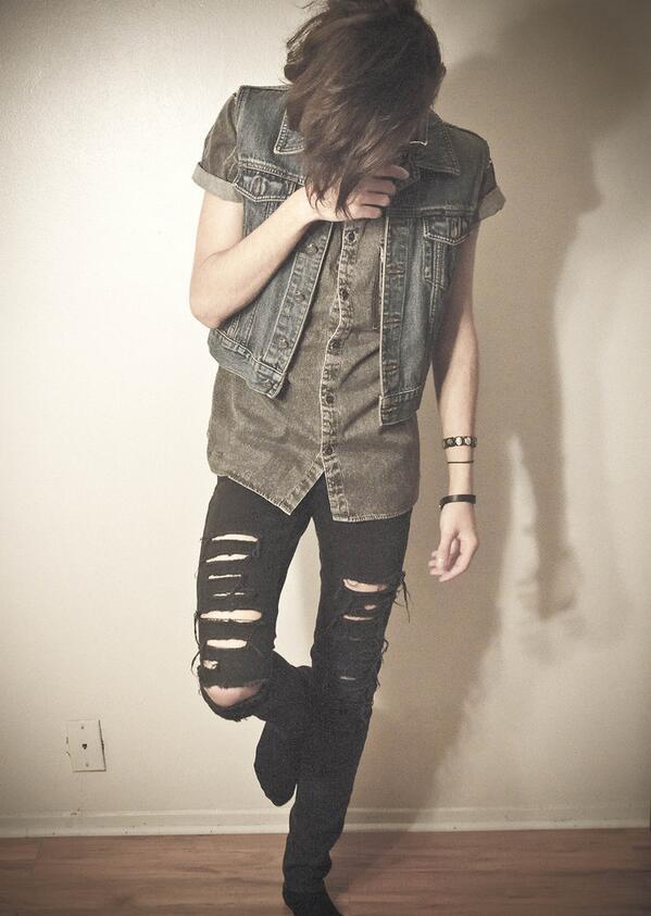 「クラッシュデニム」のかっこいい着こなし・コーディネート  HOT TOPICのデニム   #メンズファション #fashion