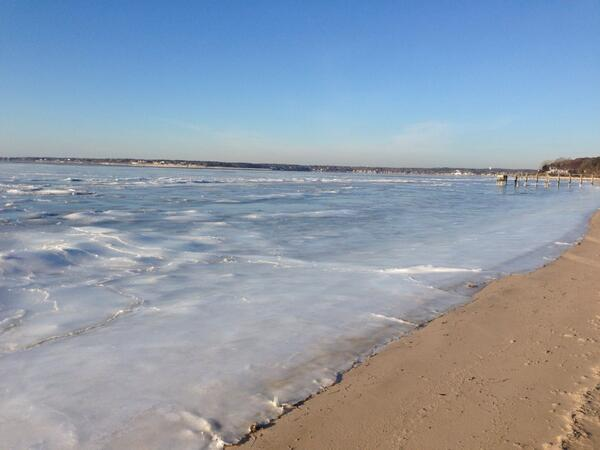 Here is the view of a frozen Shinnecock Bay in Southampton today. @SohamptonPatch http://t.co/ZDLG148Zlr