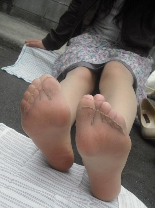 Love Nylon Feet 75