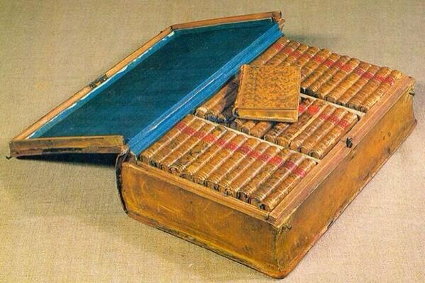 Lovely  -RT @corkcolibrary: Napoleon's travelling library which he took on his campaigns. Early Kindle. http://t.co/ZVStd9PirZ via @nic_ford