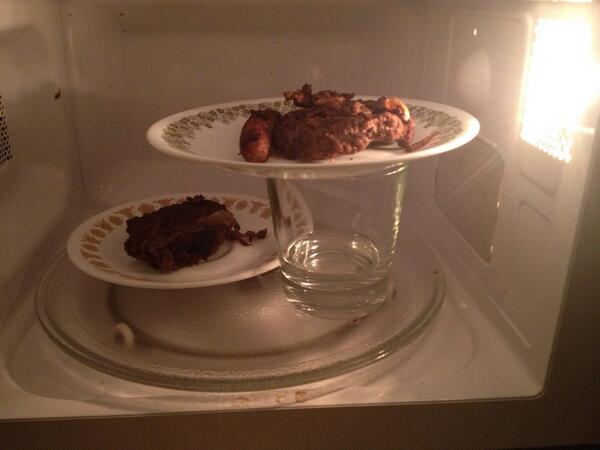 Nansye On Twitter Yowan How To Fit Two Plates In One Microwave Http T Co Or5xpfemyg Oh That S Ed Clever Like Inventing The