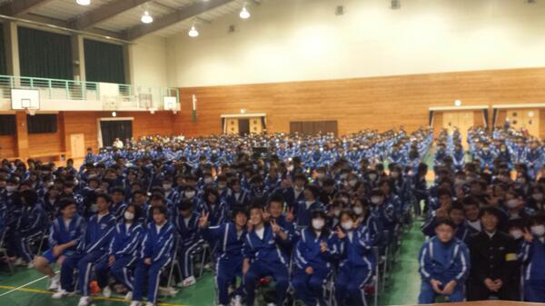 静岡県函南中学 全校生徒700人での講演会無事終わりました☆最後まで聞いてくださった生徒さま、呼んでくださった先生方、本当に皆様ありがとうございました(^-^)/ http://t.co/ITOgeONWqt
