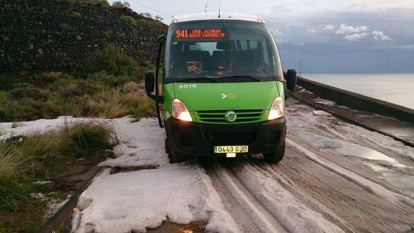 Muchas veces rodamos por la nieve en carreteras de montaña. Pero nunca como hoy, a nivel mar, en Bocacangrejo. http://t.co/d3GMGldrai