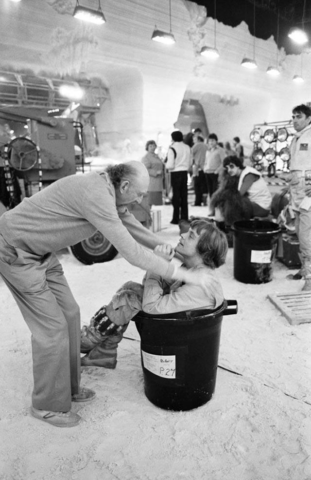 [Films] Photos personnelles et inédites de Peter Mayhew (Chewbacca) Bdlw_tKCIAAx-Zi