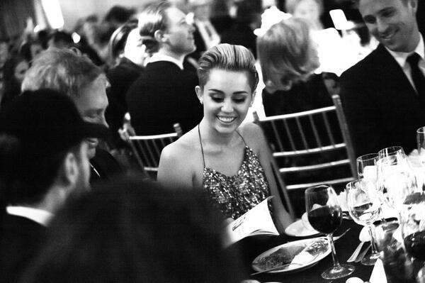 Candid @MarcJacobsIntl table #FGINightofStars2014 @MileyCyrus b4 the announcement that she is new face of the brand! http://t.co/DJNWX3YRbv