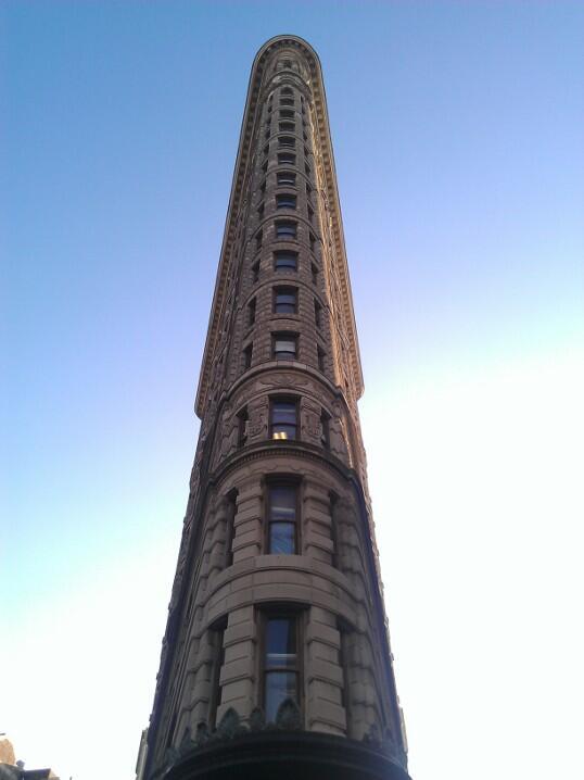 Twitter / ThatGuyHugs: Flatiron building in NYC #VZWBuzz ...