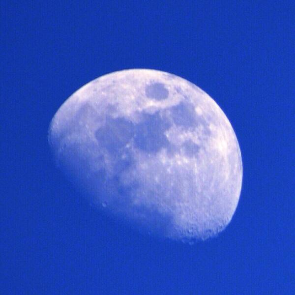 @ClimaYucatan cambió tanto el clima, que hasta la luna ya salió. Para envidia de muchos. Tomada a las 16:30 http://t.co/QoPmfXThUo