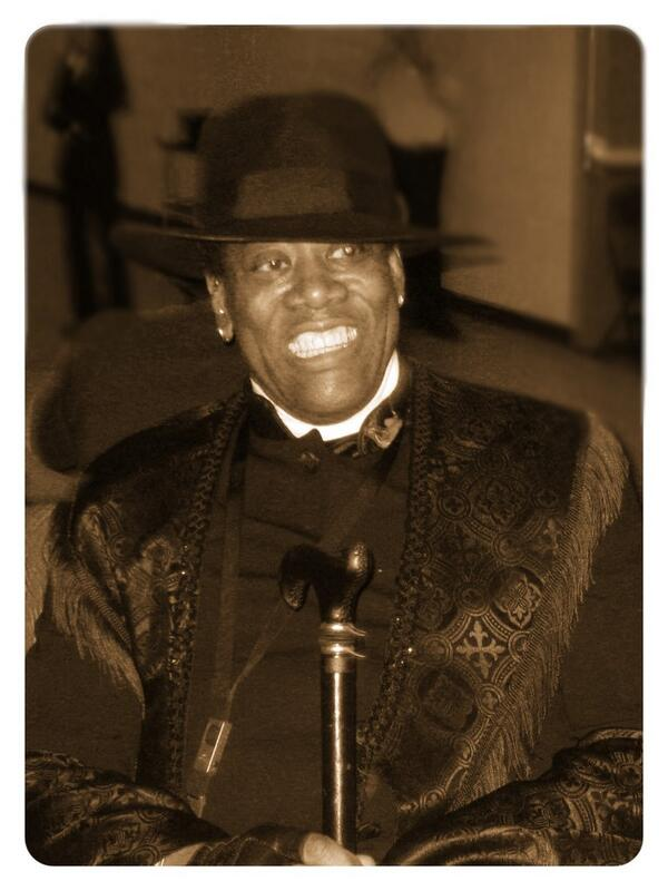 Smile! It's the Big Mans birthday!! #happybirthdayclarence #clarenceclemons #always69 #2Big2Die http://t.co/Iix8XnAIEs