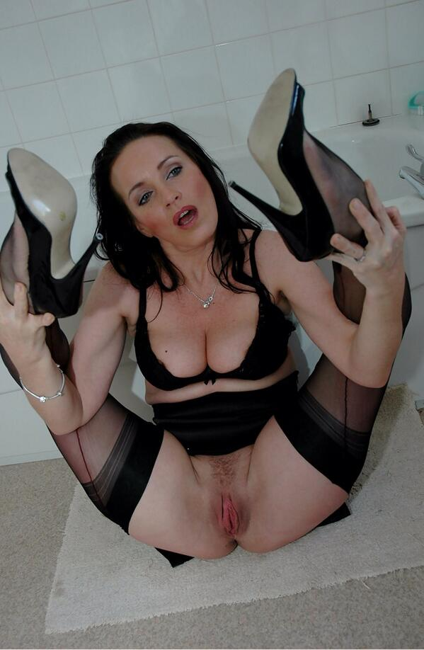 Nylons and pussy
