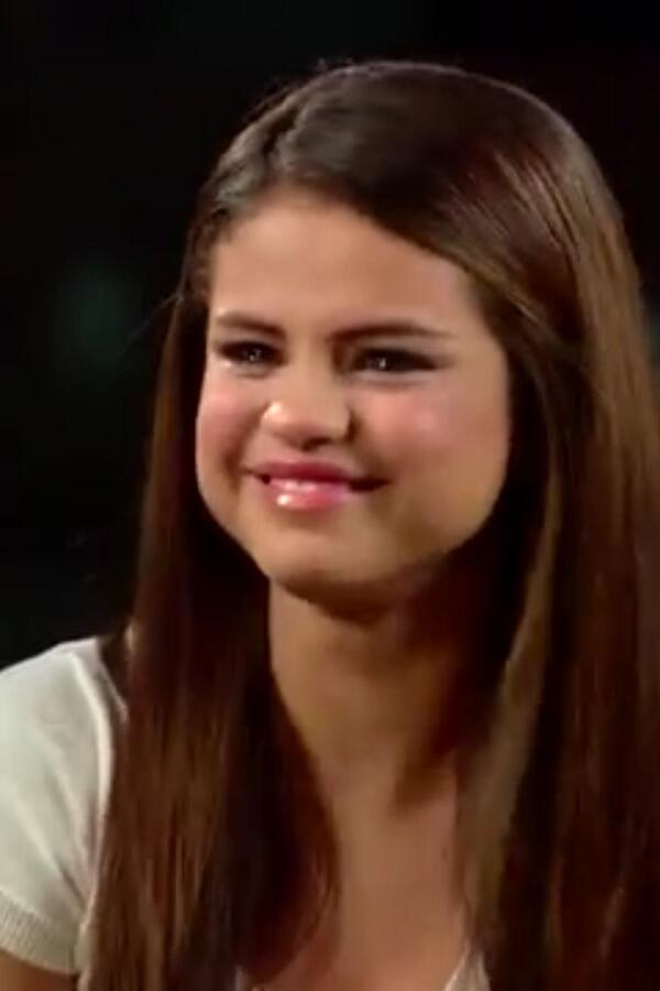 crying gomez depresseddisney twitter