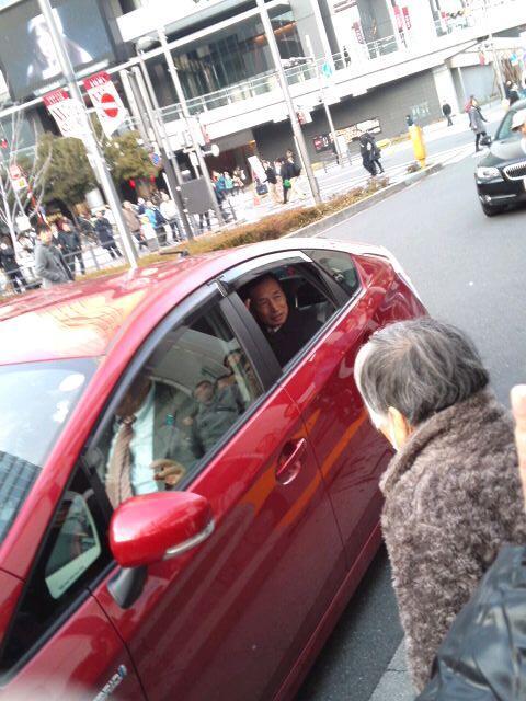 田母神候補、秋葉原駅での街頭演説を終えて、上野駅へ移動。タモさん、頑張れ!。#JNSC http://t.co/WpFn70YJMP