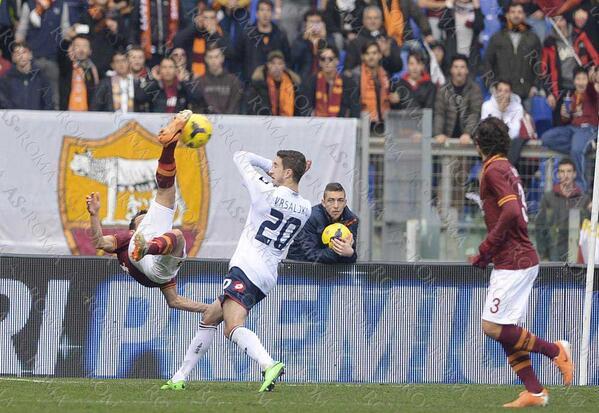 Roma local lad Alessandro Florenzi scores a spectacular overhead kick v Genoa [Video & GIF]