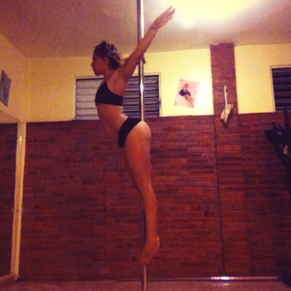 Titanic: para llegar a esta pose es mejor desde Superman y debemos fortalecer bien músculos de espalda baja y abs.. http://t.co/VwRm71ks1N