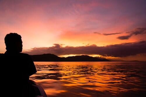 うわ、綺麗☆ RT @ocean__a 帰りの飛行機で夕焼けが見える席は?パプアニューギニア旅行をより楽しむためのネタあれこれ http://t.co/W33buOxsNS http://t.co/3XsxsvKd7C