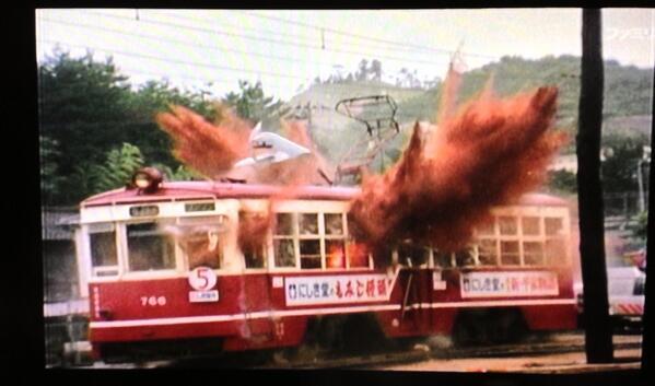 そして、広島電鉄にしき堂号大爆発‼ http://t.co/JY0SLwZs4i