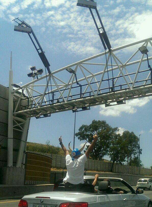 Totally my #etolls #tagfree pic of the day ... The salute under the gantry! http://t.co/yJ5h7zo6hp