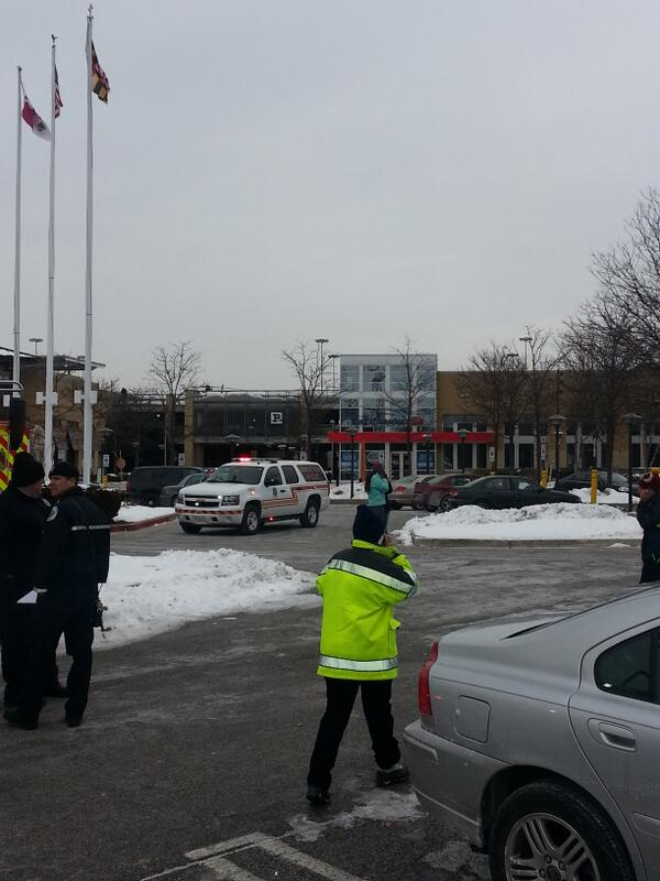I am on the scene at columbia Mall where 3 are confirmed dead. Keep praying for safety and peqce. http://t.co/Mi6bH0epKi