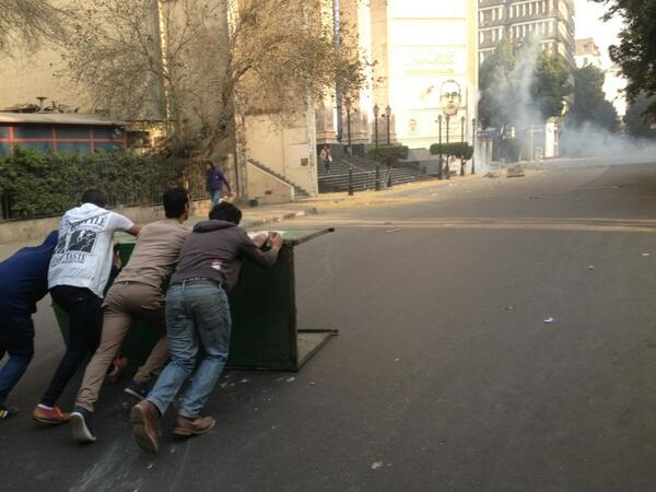 Fresh gas scatters crowd at journo syndicate. Pic here of youth setting up barricades. Here we go... http://t.co/SRO3kxuFCy