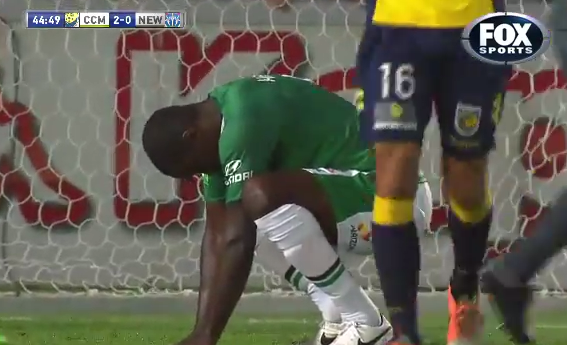 Emile Heskey is back to his best! Newcastle Jets striker misses sitter v Central Coast Mariners [Vine]