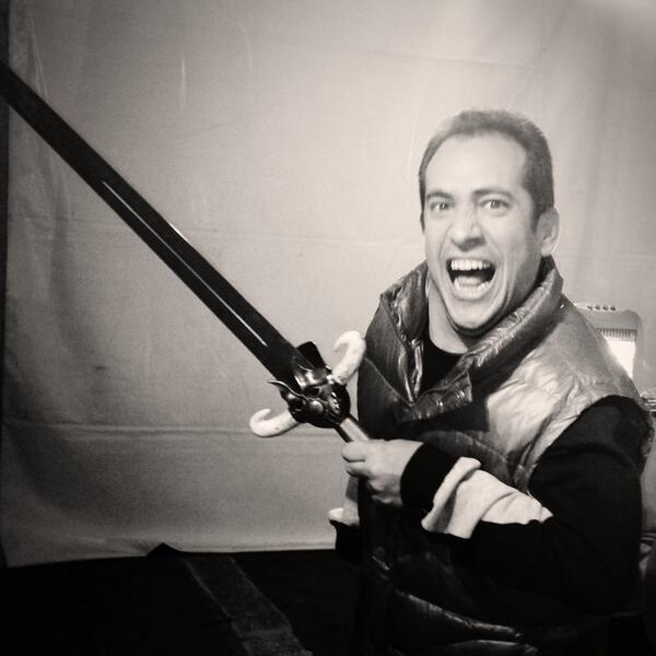Esta espada fue forjada en Mordor, como el cuerpo d el @Langui_Oficial, es hijo del Retor, sobrino del Desgarben. http://t.co/uSbUVQbIir