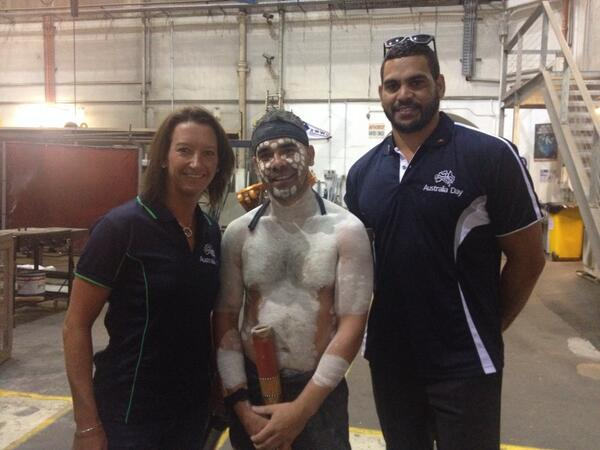 Happy Australia Day! Honored to be raising the indigenous flag on the harbour bridge with @greg_inglis http://t.co/Gb76MTdUy9