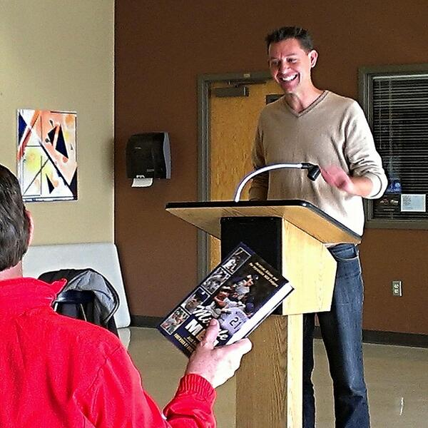 #Topes broadcaster @Josh_Suchon celebrating National #SABR Day speaking to the Rio Grande Chapter about #MiracleMen http://t.co/MmnFYILRKf