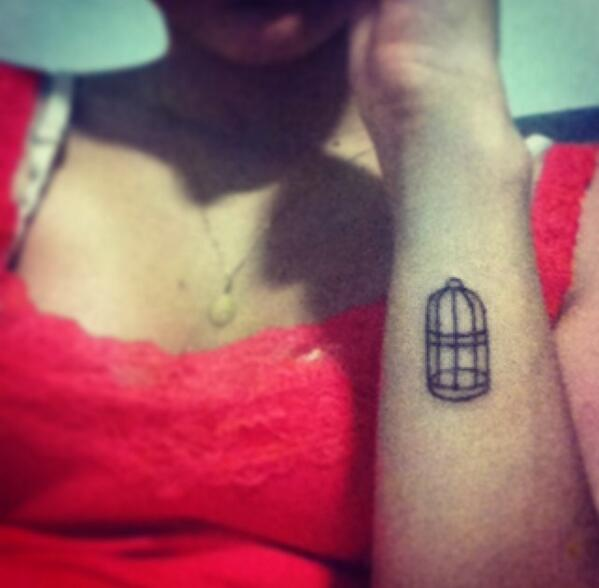 I JUST GOT MY BIRDCAGE TATTOO ANEPQROQRPQWA HELP ❤❤❤❤❤❤ http://t.co/wkCeP0e6xH