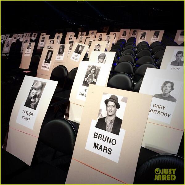 Ciyeee Taylor Swift duduknya sebelahan sama Bruno Mars. - Grammy Awards 2014. http://t.co/10EoIVvnrZ