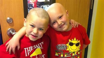 Un niño de 7 años se rapa para que su mejor amigo, enfermo de cáncer, no se sienta solo http://t.co/KmLe8IYECw http://t.co/woUKKamG1N