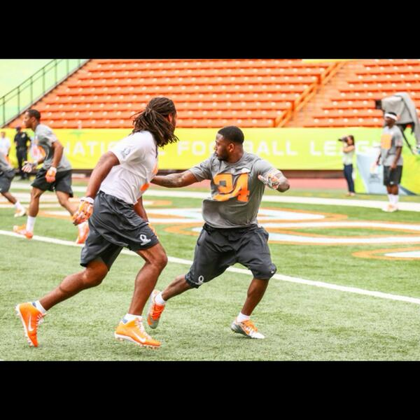 @BFlowers24 and @LarryFitzgerald are ready to have a great showing @ProBowl2014 @NFLPlayerEngage #Chiefs http://t.co/sk7DTXII3T