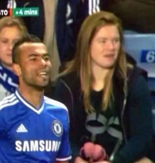 Unbelievable disguise from Wayne Rooney at the chelsea game 2day! #brilliant http://t.co/X90rjFPazu