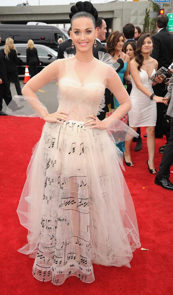 Katy Perry shows up to the Grammy's in a dress printed with all the notes she can't hit. http://t.co/SlBroA9DIe