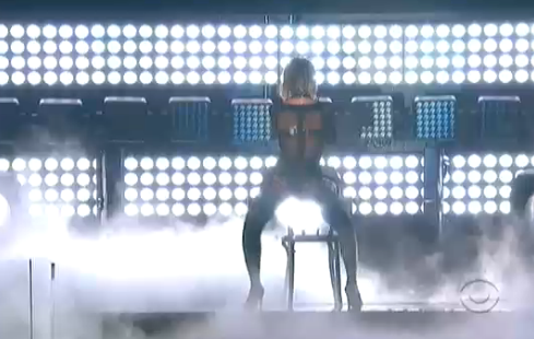 ".@Beyonce SLAYING this Grammy opener of ""Drunk In Love"" right now http://t.co/EVp2NjWOPM"