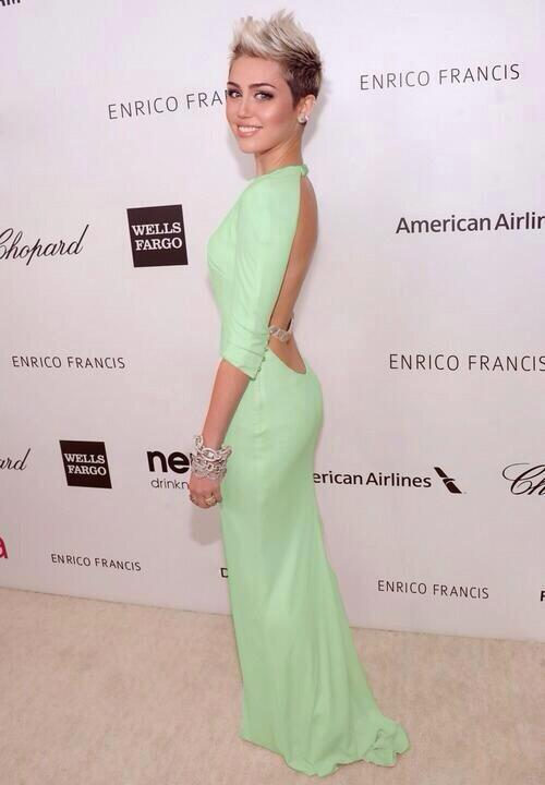 Miley looks beautiful http://t.co/f2zEwSzzPn