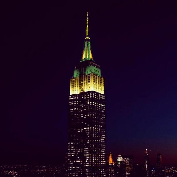 The Empire State Building shines green and gold tonight in honor of Australia Day! http://t.co/0cMqXwyFSF