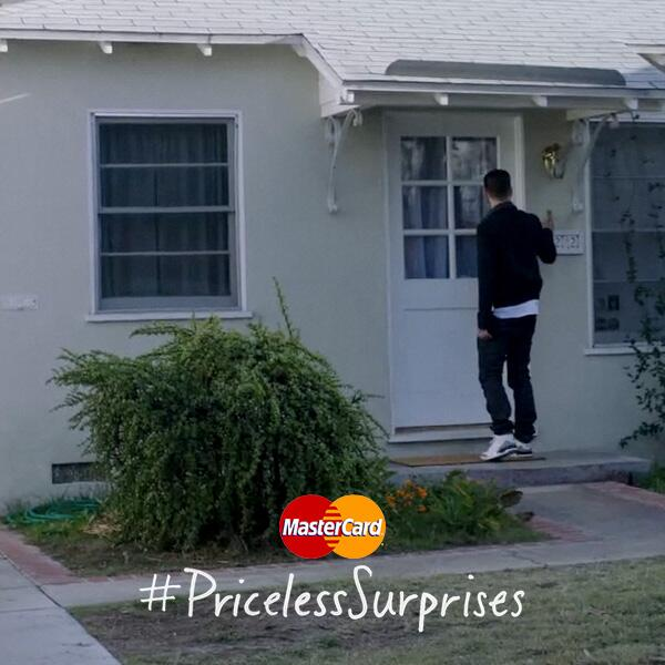 A surprise from the man himself, @JTimberlake?! Tweet w/ #PricelessSurprises for a chance. http://t.co/ZAmGbNLPa1 http://t.co/tk84hjR0In