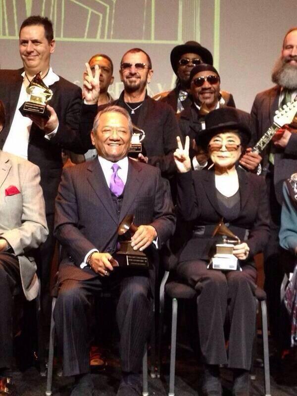 "#Bravo #Maestro /""@los40mx: Armando Manzanero 1er compositor mexicano que recibe el #Grammy honorífico a trayectoria http://t.co/tIcYqArD8t"""