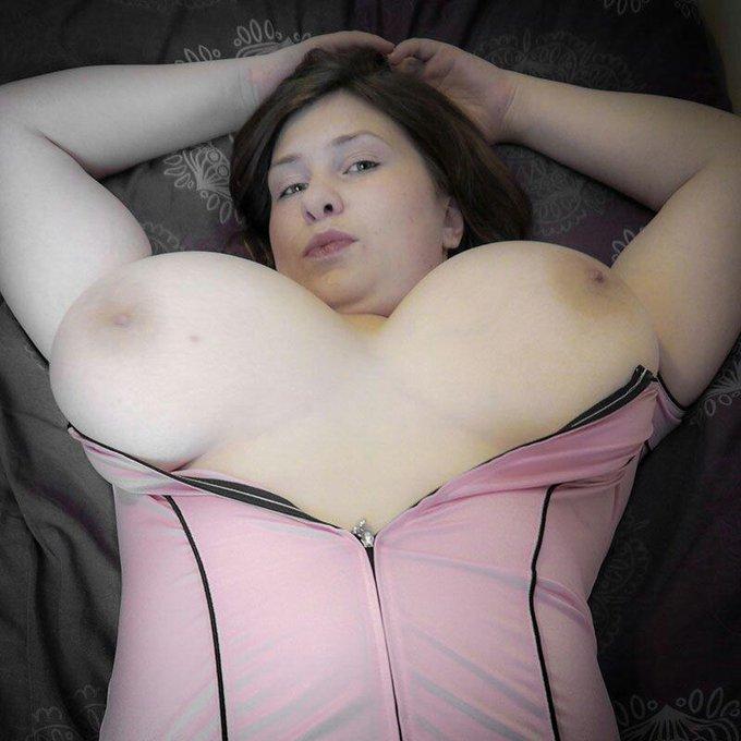 Good Morning everyone! #titseveryday #bigboobs #hooters #nipples #HugeBoobs #NaturalBeauty #BigNaturals