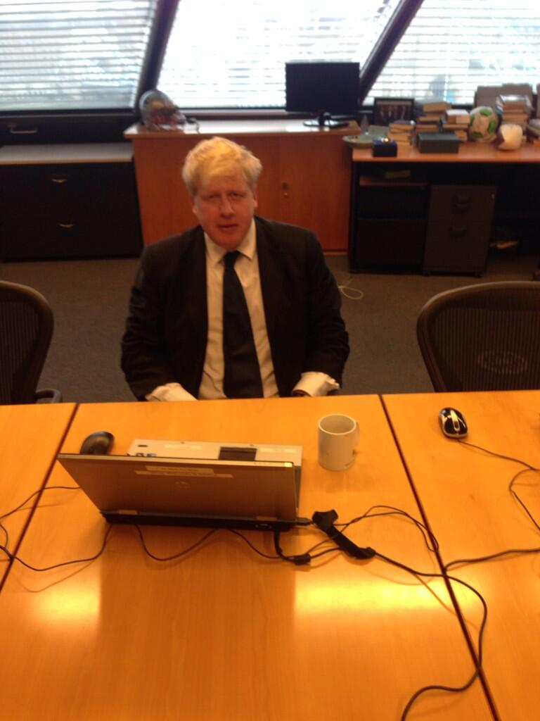 I'm ready for your questions folks - let's get cracking. #AskBoris @MayorofLondon http://t.co/5CMUz7lL7I