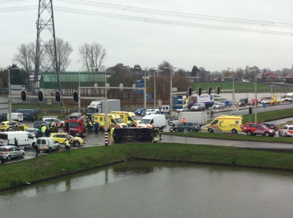 Ambulance betrokken bij ongeluk Wippolderlaan