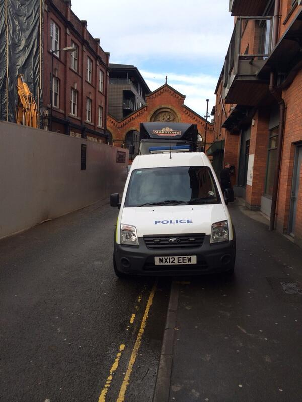 Edge St blocked by illegally parked @gmpolice car @mancitycouncil http://t.co/cczOv50brp